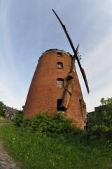 http://rawjet.com/upload/galleries/2/2945/thumbs/1_poland_-_zdrzewno_-_zniszczony_palac_i_stary_wiatrak_19.jpg