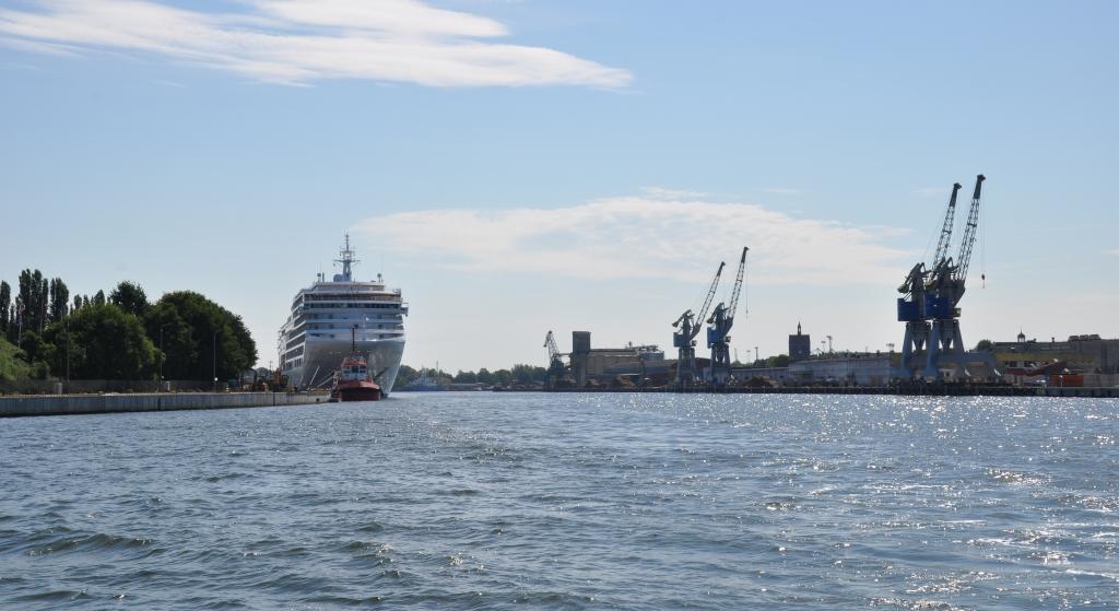 poland-gdansk-rejs-tramwajem-wodnym-do-nowego-portu