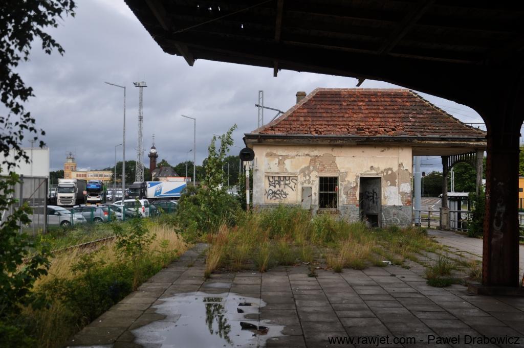 11_poland_gdansk_nowy_port_ul_oliwska_stacja_skm_brosen_11.jpg